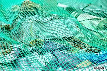 Siatka do zabezpieczenia worków z śmiećmi przed wiatrem i zwięrzętami