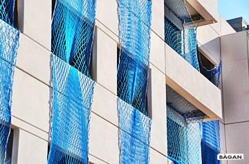 Siatki do zabezpieczenia otworów okiennych, wnęk szybów windy i klatek schodowych