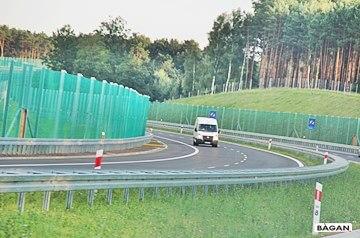 Siatka na zabezpieczenie i oddzielenie lasów i terenów polnych od autostrady i drogi