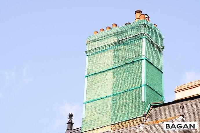 Siatka do zabezpieczenia starych dachów i kominów