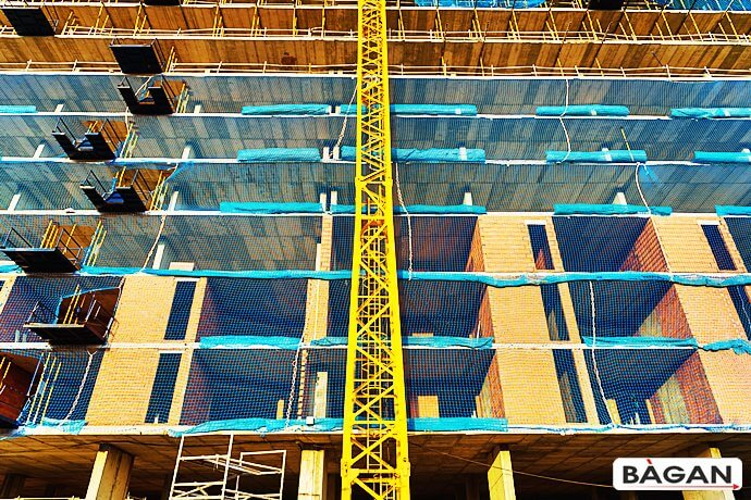 Zabezpieczenie starego lub budowanego budynku siatką