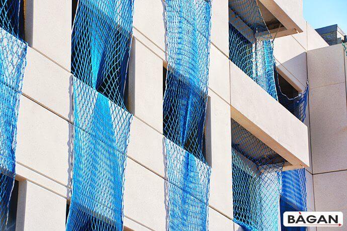 Siatka do zabezpieczenia wnęk okiennych na budowach