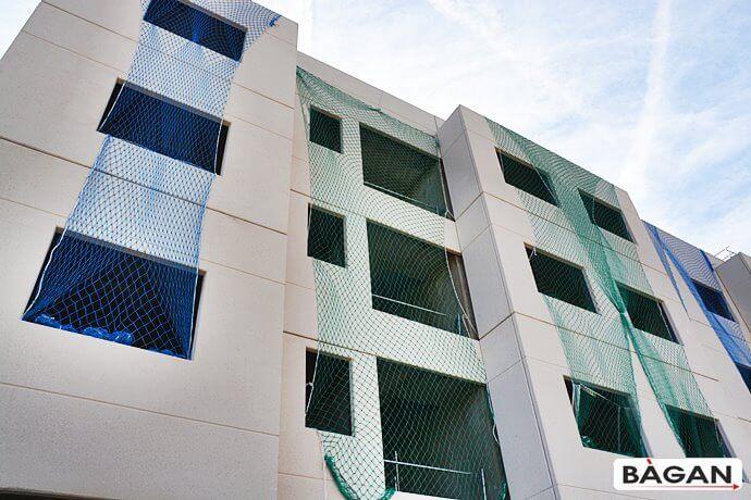 Zabezpieczenie na budowie wnęk okien i balkonów