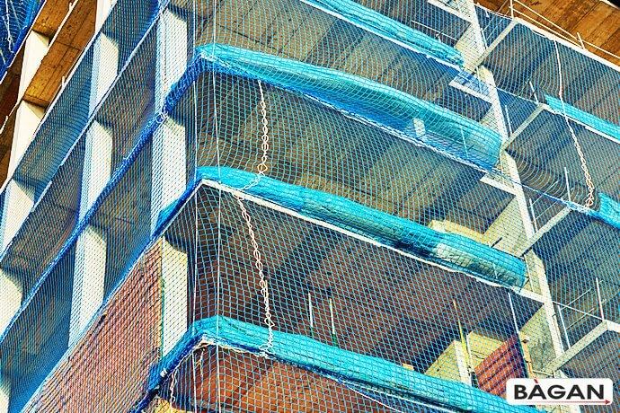Siatka do założenia na budowie - zabezpieczenie niebezpiecznych wnęk otwartych balkonów