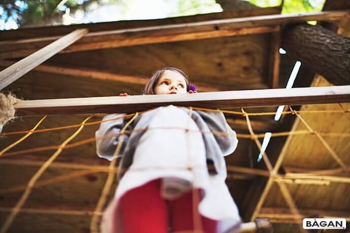 Siatka zabezpieczająca w domku na drzewie dla dzieci